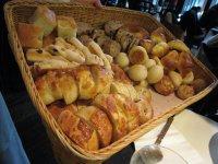 10種類くらいあったパン。おかわり自由!