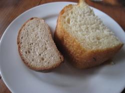 フォカッチャと全粒粉のパン