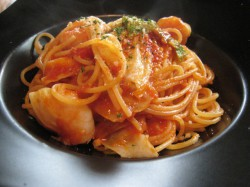 エビとキャベツのトマトソースのスパゲッティ