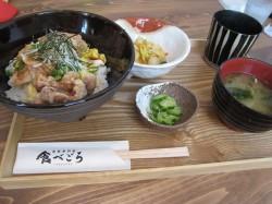 鶏肉のカリカリ丼定食