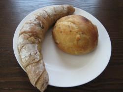 渋皮栗とホワイトチョコのパン、鳴門金時のパン