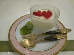 小松菜のケーキといちごの杏仁豆腐