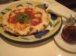 トマトとサラミのピッツァ