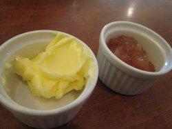 よつ葉バターとリンゴジャム